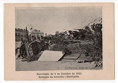 Postal Revolução de 5 de Outubro de 1910. Rotunda da Avenida -Barricada
