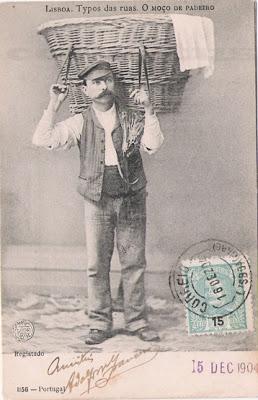 Postal antigo de Lisboa - O moço de padeiro