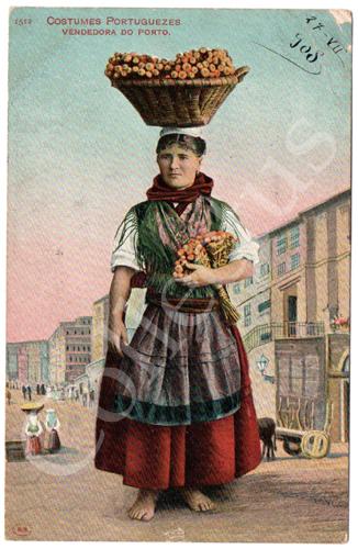 Postal antigo do Porto. Costumes Portugueses. Vendedora do Porto