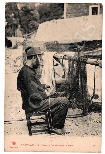 Postal antigo do Porto – Foz do Douro – Concertando a rede. Edição Estrela Vermelha