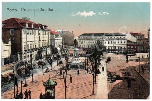 Postal antigo do Porto – Praça da Batalha. Edição Grandes Armazéns Hermínios