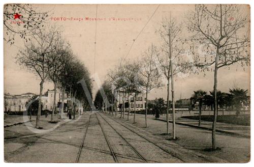Postal antigo do Porto – Praça Mouzinho d'Albuquerque. Edição Estrela Vermelha