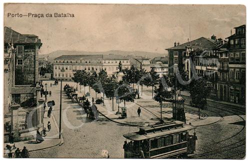Postal antigo do Porto – Praça da Batalha. Edição dos Grandes Armazéns Hermínios