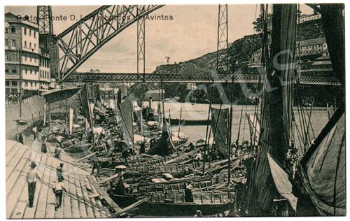Postal antigo do Porto – Ponte D.Luiz e barcos de Avintes. Edição Grandes Armazéns Hermínios