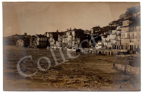 Postal antigo fotográfico das cheias na Ribeira do Porto