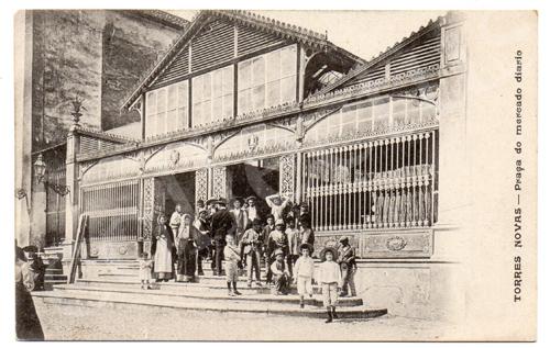 Postal antigo de Torres Novas - Praça do mercado diário