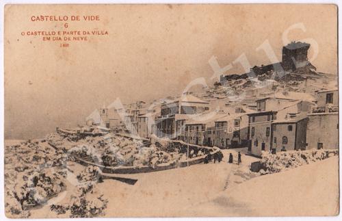 Postal antigo de Castelo de Vide. O Castelo e parte da Vila em dia de neve