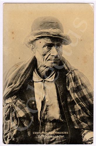 Postal antigo de costumes com um velho pescador